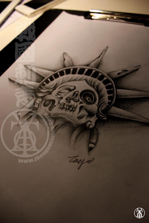 手部自由女神纹身图案图片
