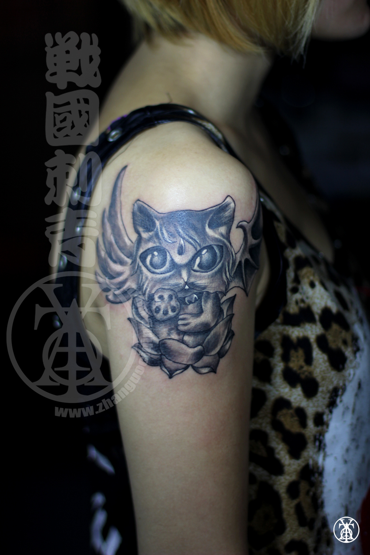 后背翅膀纹身图案 后背天使与恶魔翅膀纹身图片_纹